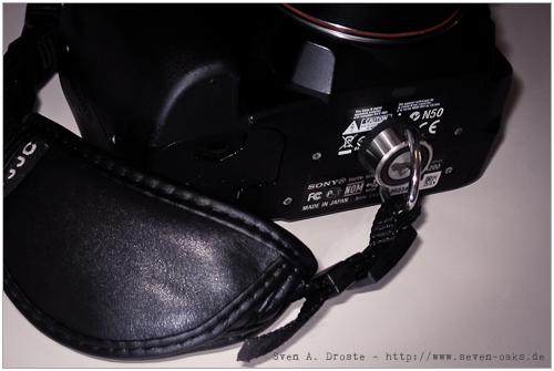 DSLR mit alter Sniper-Strap Öse als Halterung für Handschlaufe