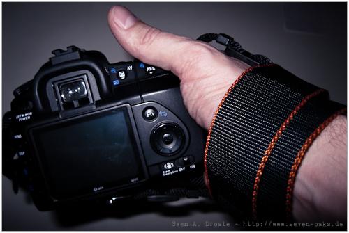 DSLR mit Handschlaufe im Einsatz