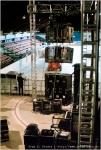 Blick aus dem Backstage-Bereich auf den linken Boxenturm.